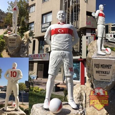 Efsane Göztepe'mizin efsane oyuncularından Fuji Mehmet'in (Mehmet Fahri Türken) heykeli Söke'ye dikildi